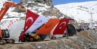 Giresun'da İnşaatı Devam Eden Eğribel Tüneli'nin Sembolik Temeli Atıldı