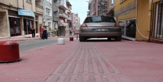 Görme Engellilerin Yoluna Araç Park Ediliyor