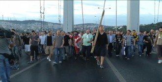 Göstericiler Boğaz Köprüsü'nde