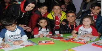 Gülben Ergen'in Çocuklar Gülsün Diye Derneği, 37'nci Anaokulunu Eskişehir'de Açtı