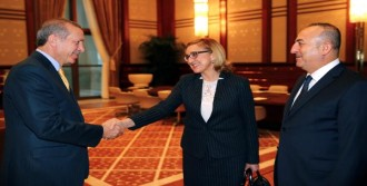 Beruchaşvili Cumhurbaşkanlığı Sarayı'nda