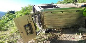 Hafif Ticari Araç Devrildi: 2 Ölü, 6 Yaralı