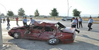Hafriyat Kamyonu Otomobile Çarptı