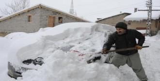 Hakkari'de 103 Köy Ve 247 Mezra Yolu Ulaşıma Kapandı