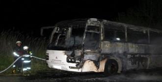 Hareket Halindeki Servis Otobüsü Yandı