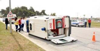 Ambulansla Minibüs Çarpıştı: 5 Yaralı