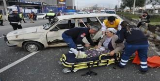Eve Giderken Kazada Yaralandı