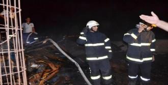 Havai Fişekleri Cunda Adası'nda Yangın Çıkardı