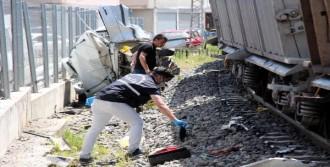 Hemzemin Geçitte Tren Otomobile Çarptı: 1 Ölü, 1 Yaralı