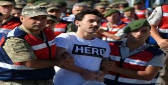 'Hero' Tişörtü Ve 5 Yıl Hapis İstemi