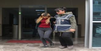 Hırsızlık Yapan Anne Kaçtı, Kızı Yakalandı
