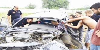Hurdaya Dönen Otomobilde Sıkıştı