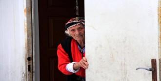 Yaşlı Kadın Konteynerde Yaşıyor