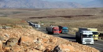 Şırnak'ta Yol Kapatan Gruba Polis Müdahalesi