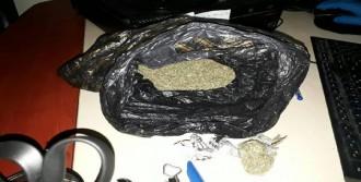 İki Yolcunun Üzerinden Uyuşturucu Çıktı