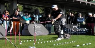 İngiliz Golf Şovmeninden Yeni Yıl Gösterisi