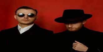Synth-Pop İkilisi Hurts Geliyor