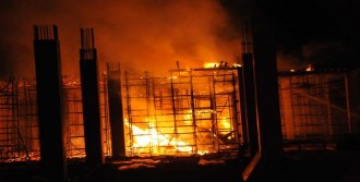 İnşaat Halindeki Fabrika Alev Alev Yandı