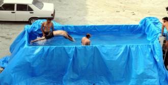 Kamyon Kasasını Havuza Çevirdiler
