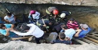 İnşaat Temelinde Göçük Altında Kalan 2 İşçi Yaralandı