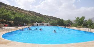 Irak Sınırında Olimpik Havuz Keyfi