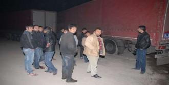 İran Plakalı TIR Saldırıya Uğradı