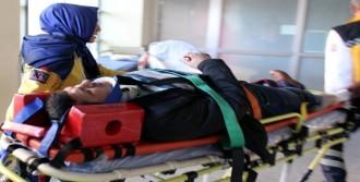 Otobüsle Kamyon Çarpıştı: 9 Yaralı