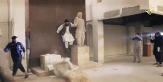 IŞİD Antik Heykelleri Yıktı