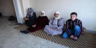 Işid'ten Kaçan  Aile Türkiye'ye Sığındı