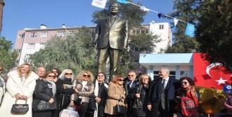 İsmet Sezgin'in Heykeli Dikildi