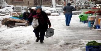 Isparta'da Kar Yolları Kapattı
