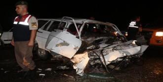 Otomobiller Çarpıştı: 12 Yaralı