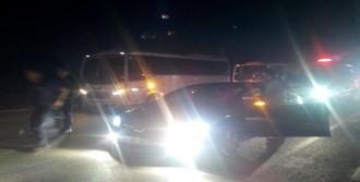 Polis Kışladan Çıkan Konvoyun Önünü Kesti