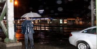 İstanbul'da Sabaha Karşı Yağmur Etkili Oldu