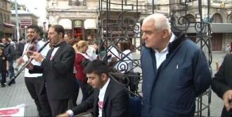 İstiklal Caddesi'nde Sazlı Sözlü Eylem