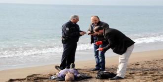 İsveçli Turist Sahilde Ölü Bulundu