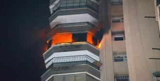 İtfaiye 14'üncü Kattaki Yangında Mahsur Kalan 'zeytin' İsimli Köpeği Kurtardı