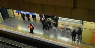 İZBAN Treninin Önüne Atladı Öldü