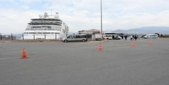 İzmir Limanı'na Kruvaziyer Yanaştı