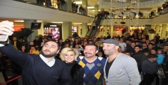 İzmir'de, 'çakallarla Dans 4' İlgisi