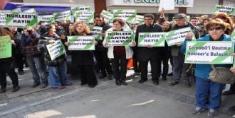 İzmir'de Çevrecilerden Nükleer Karşıtı Eylem