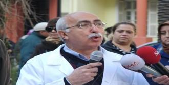 İzmir'de Doktorların Eylemi Sürüyor