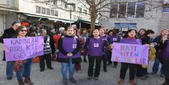 İzmir'de Kadınlardan 'hayır' Bildirisi