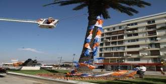 İzmir'de Parti Bayrakları Kaldırılacak