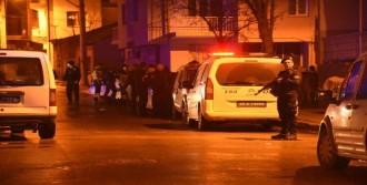 Polislere Bıçaklı Saldırı