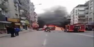 İzmir'de seyir halindeki otobüsün motor kısmı yandı