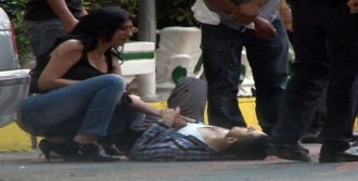 İzmir'de Silahlar Konuştu: 3 Yaralı