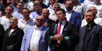 İzmir'de Yazıcıoğlu İçin Siyah Çelenk