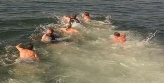 İzmirli Rumlar Denizden Haç Çıkarma Töreninde Buluştu