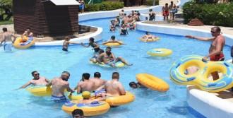 İzmirliler Su Parkına Koştu